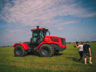 Съемки фильма для тракторного завода фото