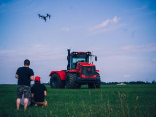 Съемки корпоративного фильма тракторного завода фото
