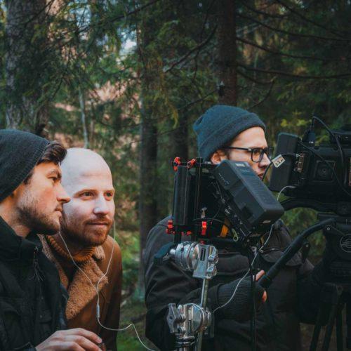 Режиссер принимает кадр в плейбеке